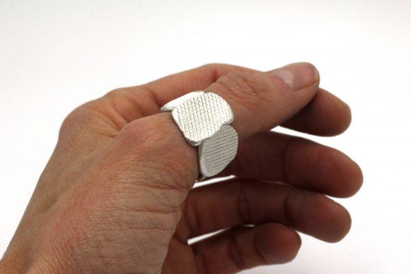 Ring-FilePress-worn